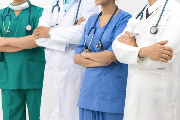 May đồng phục bác sĩ tại Thomas Nguyen