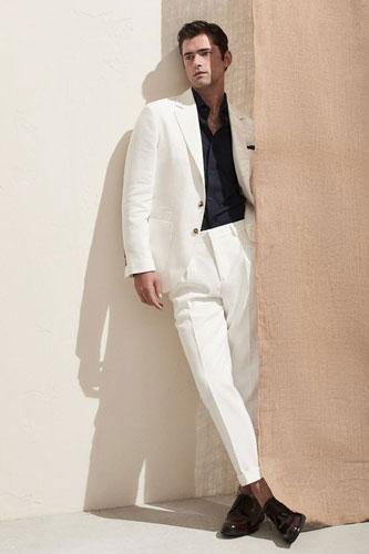 Vest trắng nam cùng sơ mi đen