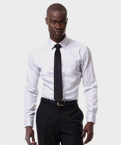 Mẫu áo sơ mi trắng ành cho quý ông có nước da ngăm đen