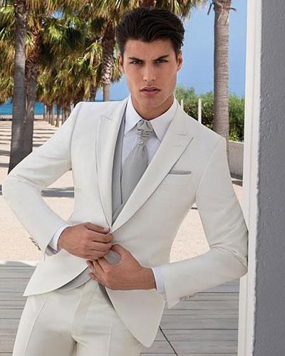 Vest trắng cùng cà vạt tone nhạt