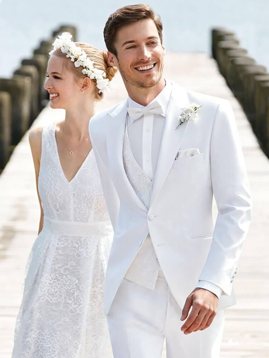Vest trắng nam cùng nơ tone sur tone