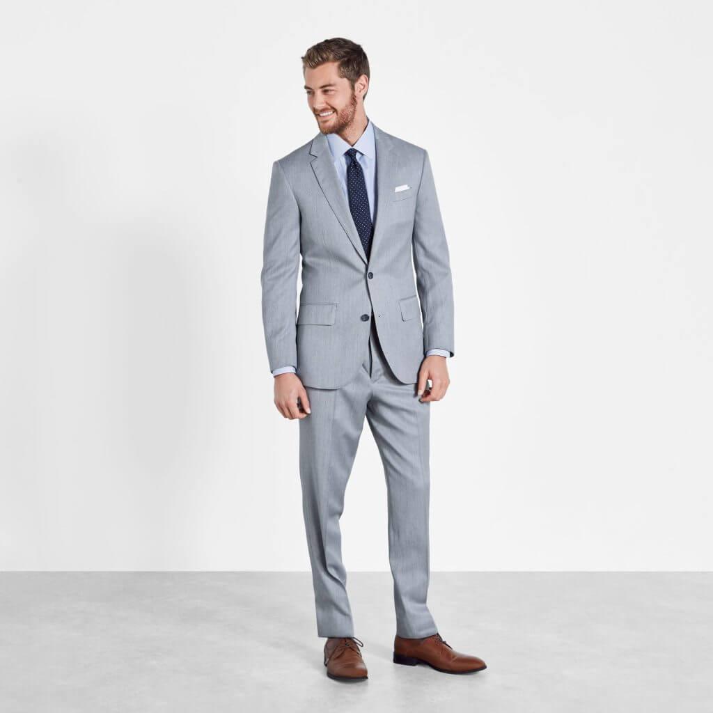 Bộ vest hoặc lễ phục của bạn phải phù hợp với hình thức