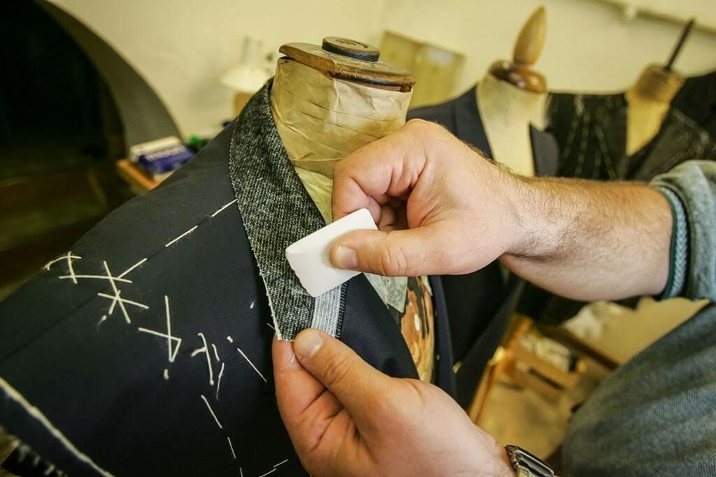 Giá trị nguyên vật liệu, lao động thủ công, độ chi tiết của sản phẩm