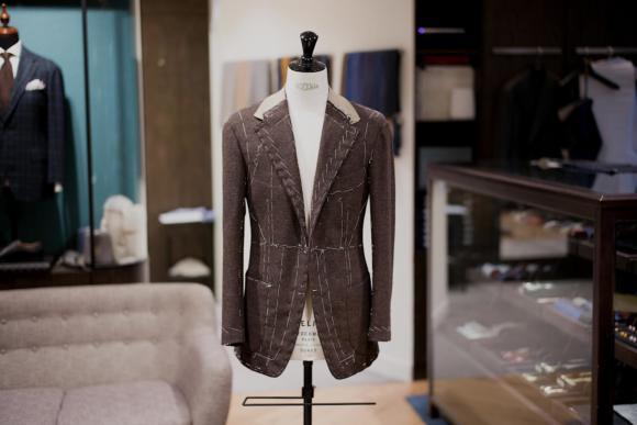 Có thể cần thao tác đến 200 bước để tạo ra một chiếc áo vest