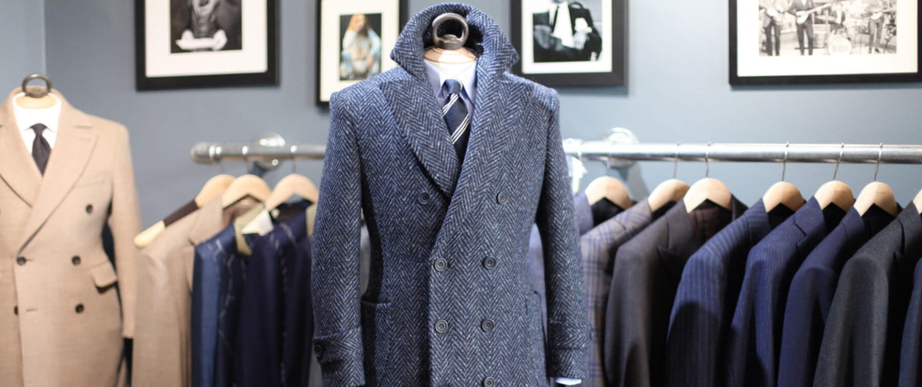 Cà vạt kết hợp cùng áo khoác mangto