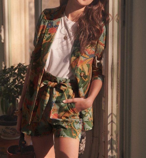 Áo vest nữ họa tiết sinh động