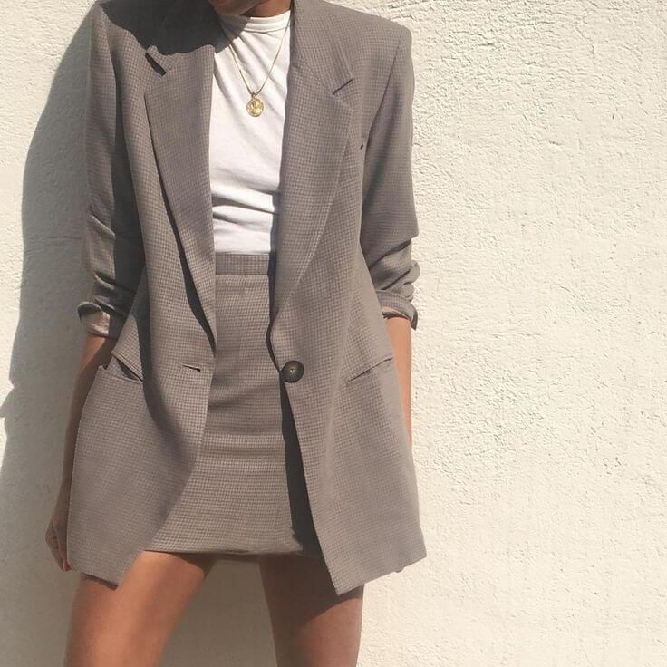 Áo vest nữ kết hợp cùng chân váy