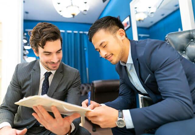 Tư vấn viên có chuyên môn và hiểu biết về may đo âu phục